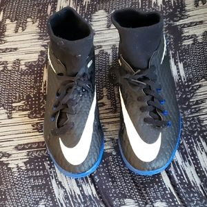 Nike Skin indoor soccer cleats size 5Y
